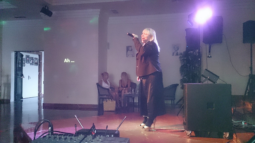 gal-karaoke-1